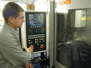 Процесс заточки дисковой пилы на станке Vollmer CX100